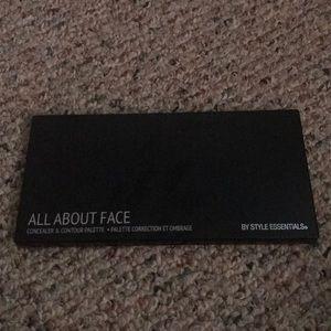 All About That Face Concealer & Contour Palette